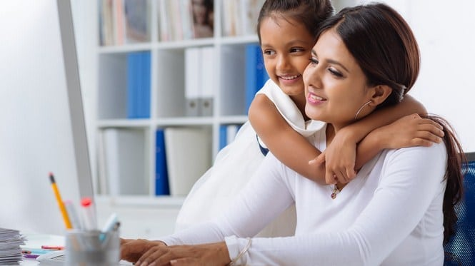 Single parent bekerja di rumah