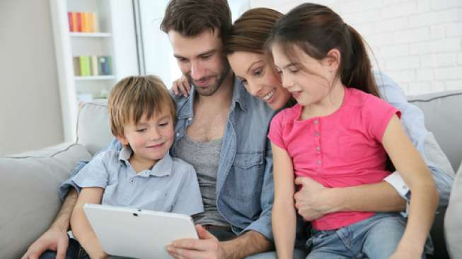 Batasi penggunaan gadget anak