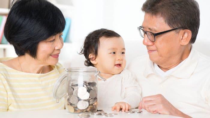 Cucu bersama kakek dan nenek